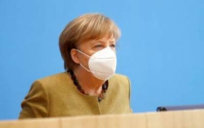 """Меркель сказала, что ее мнение о """"Северном потоке-2"""" не изменилось в связи с Навальным"""
