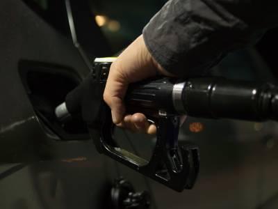 Росстат: Цены производителей на бензин в России в марте подскочили на 8,2% после роста на 3% месяцем ранее